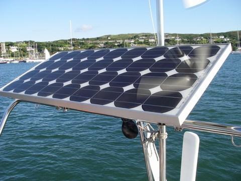 panneau solaire sur mon bateau cm nautisme. Black Bedroom Furniture Sets. Home Design Ideas