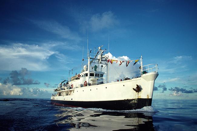 Bateau-Calypso-En-Mer