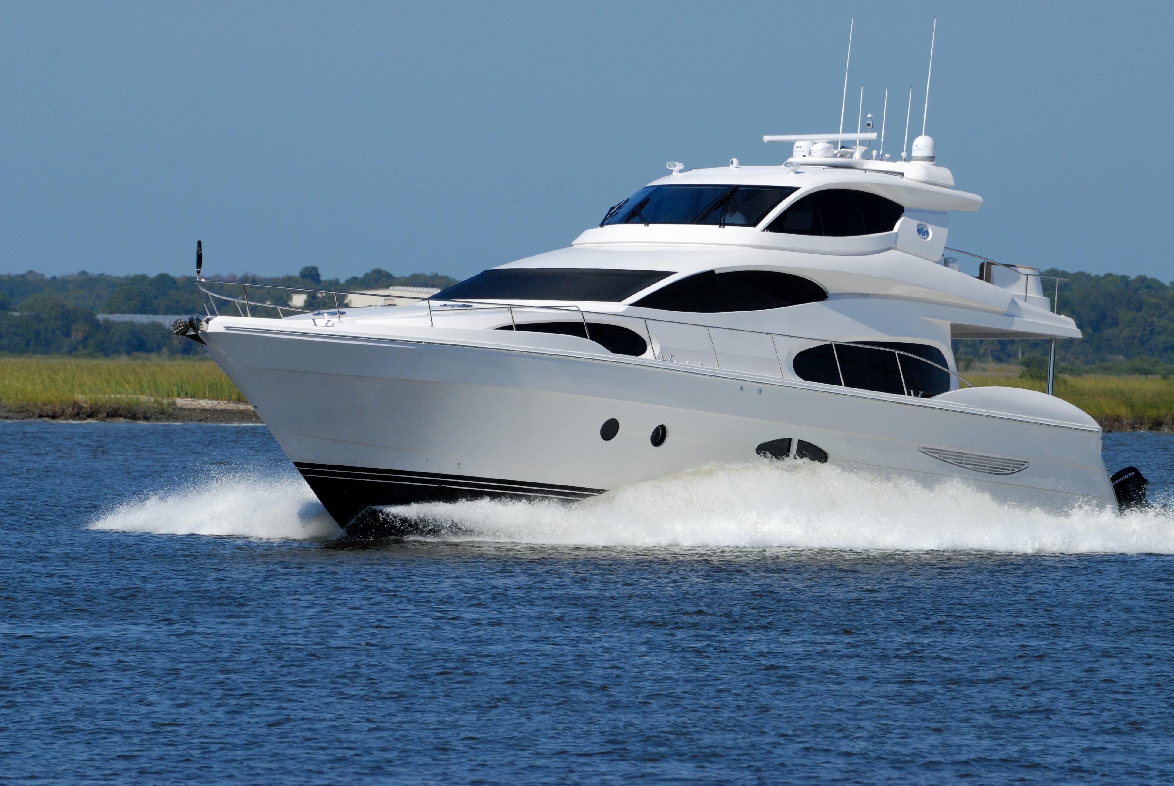 le monte carlo yachts mcy105 cm nautisme assurez votre bateau en ligne. Black Bedroom Furniture Sets. Home Design Ideas