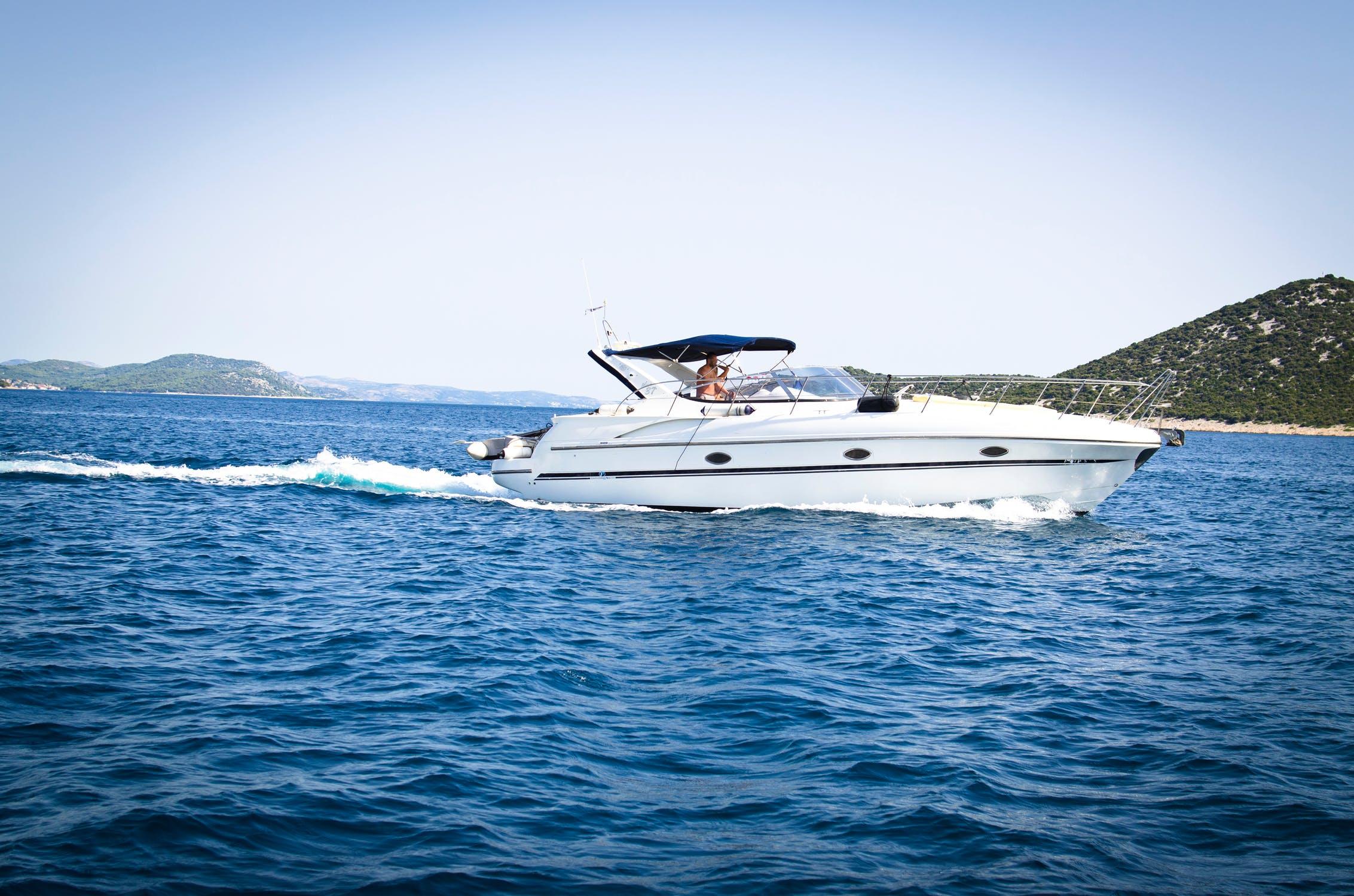 Combien Coute Une Peniche Habitable acheter ou louer un bateau ? faites votre choix - cm-nautisme